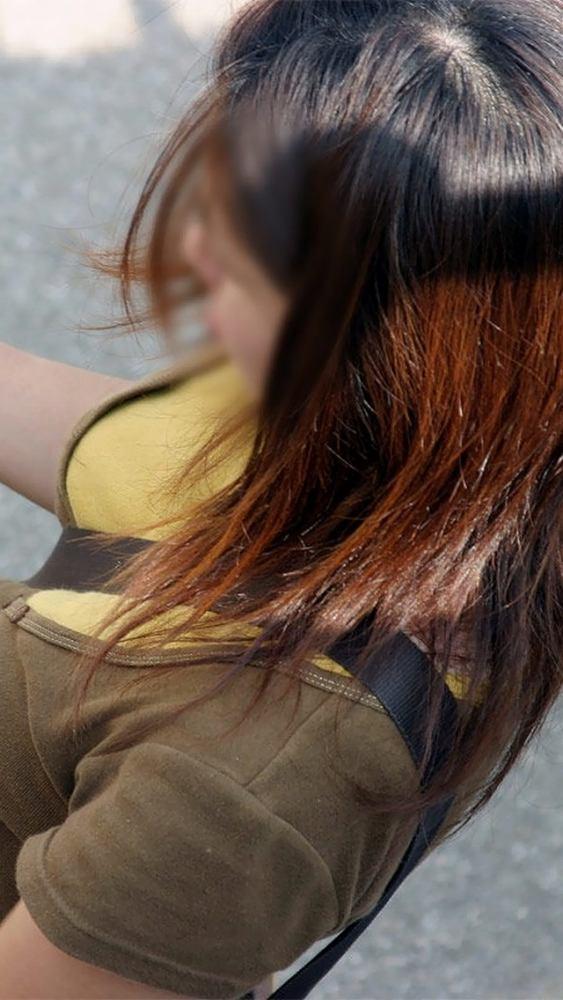 【素人エロ画像】意図せず男性の股間をふっくらさせてしまうパイスラ女子 27