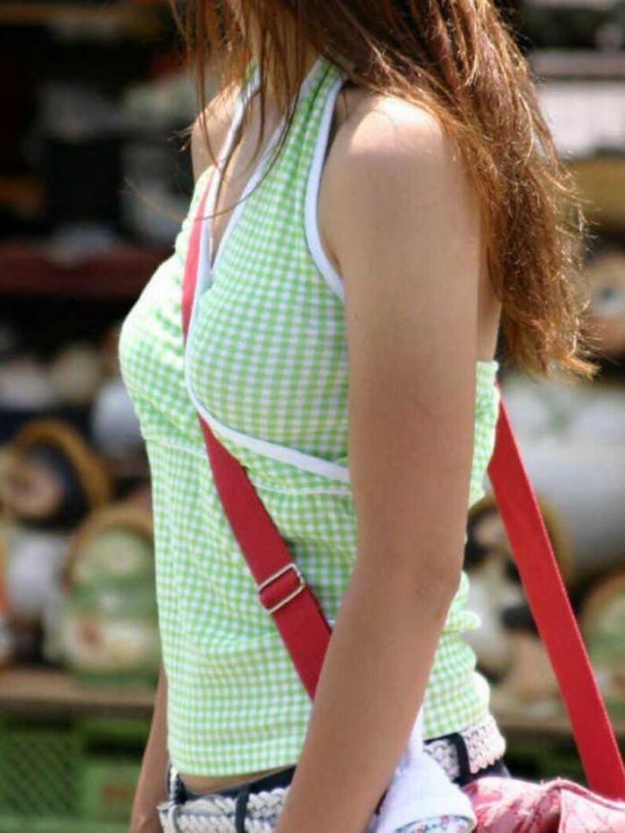 【素人エロ画像】意図せず男性の股間をふっくらさせてしまうパイスラ女子 41
