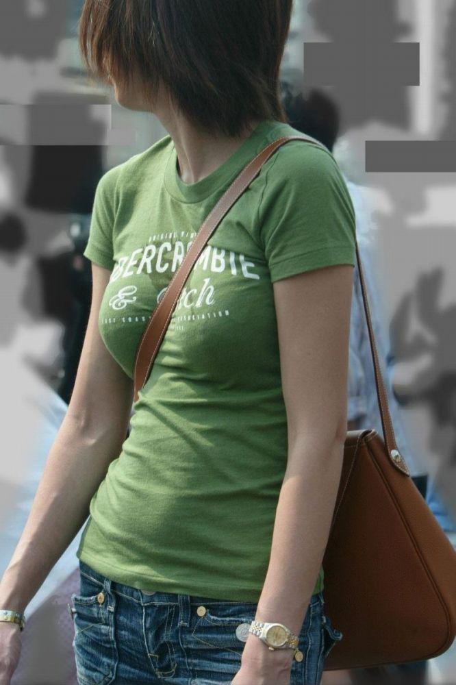 【素人エロ画像】意図せず男性の股間をふっくらさせてしまうパイスラ女子 54