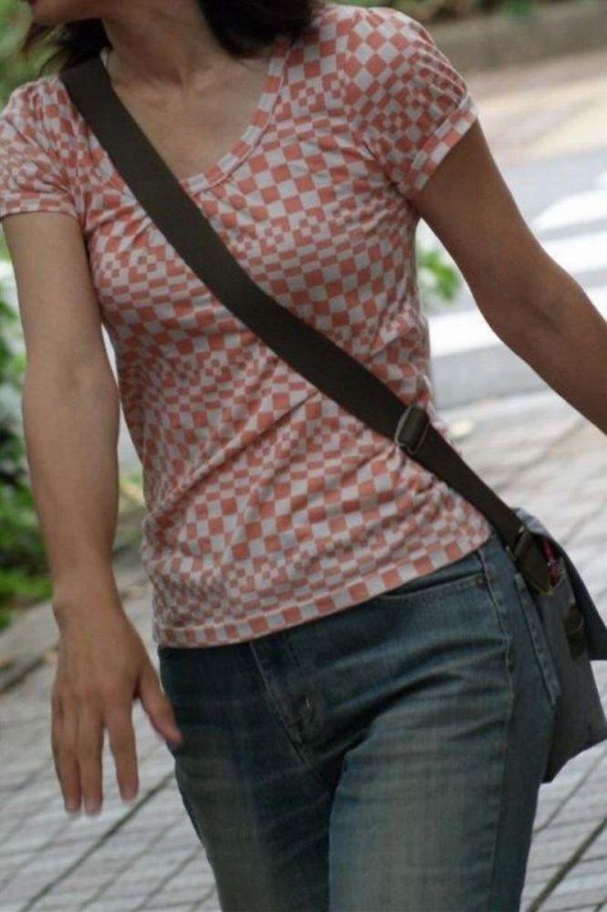 【素人エロ画像】意図せず男性の股間をふっくらさせてしまうパイスラ女子 57