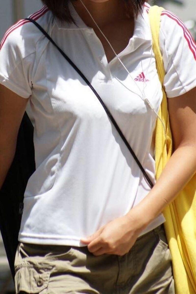 【素人エロ画像】意図せず男性の股間をふっくらさせてしまうパイスラ女子 67