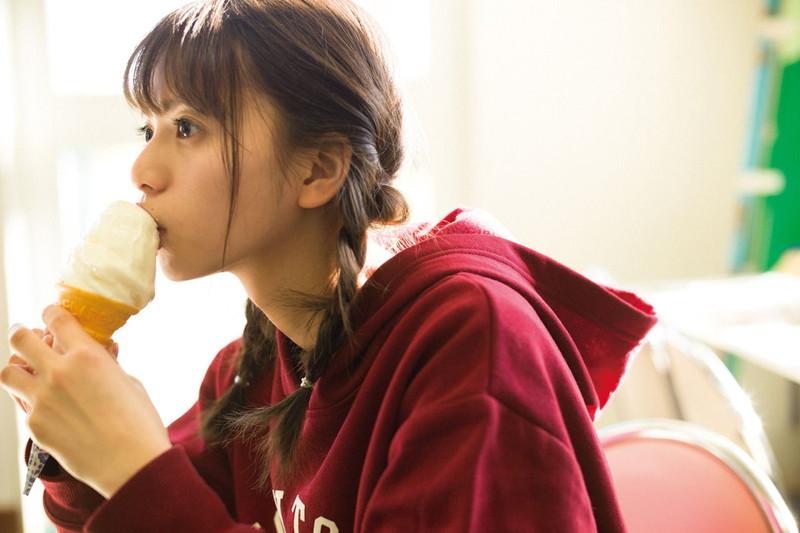 【齋藤飛鳥グラビア画像】モデルにアイドルに活躍してる美少女の太ももが眩し過ぎる!