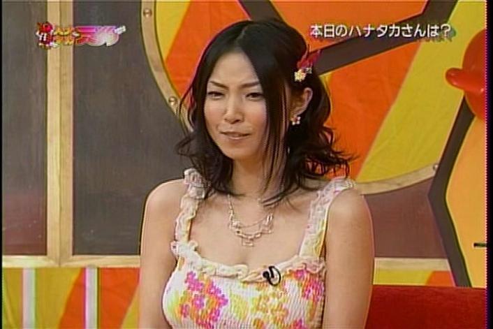 【MEGUMIお宝画像】爆乳エロボディで大ブレイクした元グラドルの乳輪チラリ 05