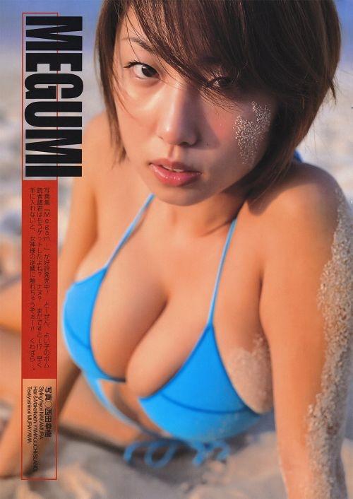 【MEGUMIお宝画像】爆乳エロボディで大ブレイクした元グラドルの乳輪チラリ 21