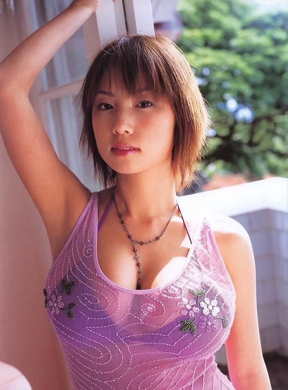 【MEGUMIお宝画像】爆乳エロボディで大ブレイクした元グラドルの乳輪チラリ 36