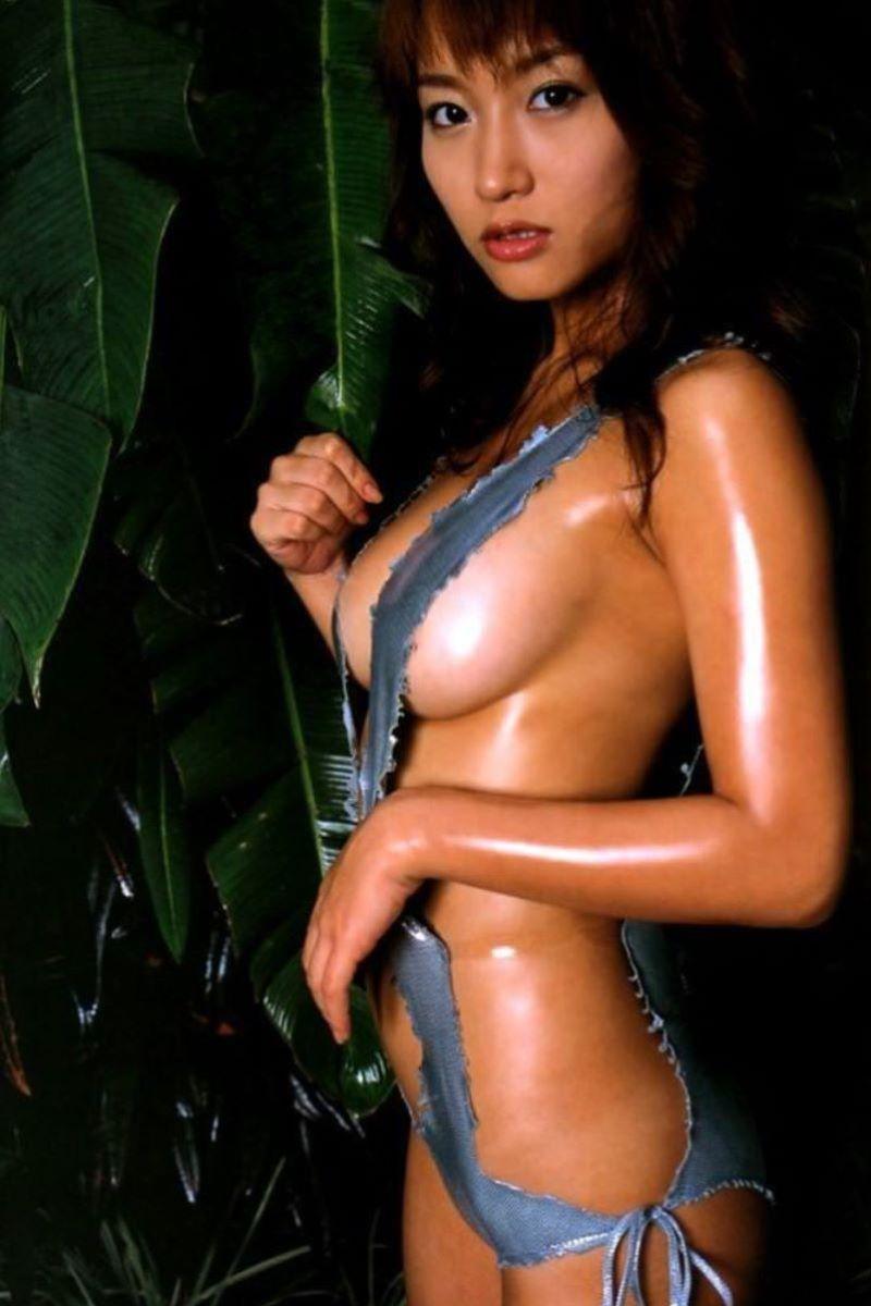 【水着エロ画像】グラドルやセクシー女優が着ている水着デザインがエロ過ぎた! 34