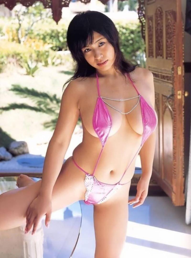 【水着エロ画像】グラドルやセクシー女優が着ている水着デザインがエロ過ぎた! 67