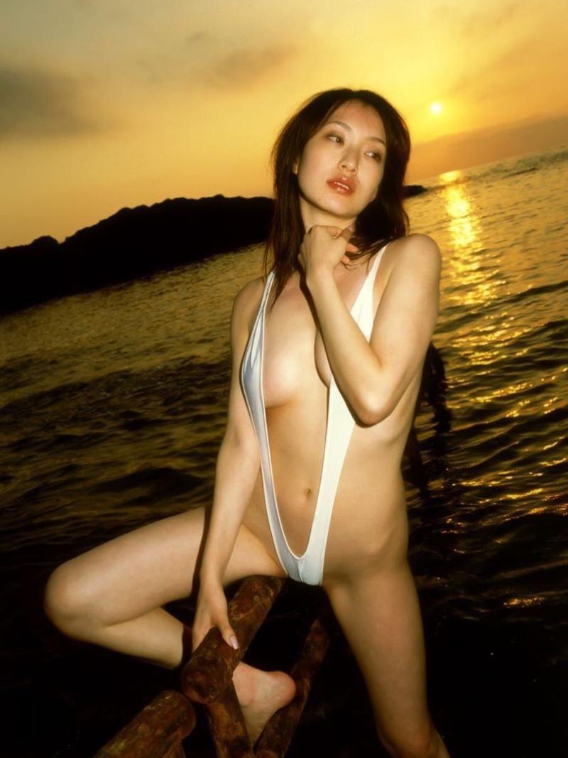 【水着エロ画像】グラドルやセクシー女優が着ている水着デザインがエロ過ぎた! 70