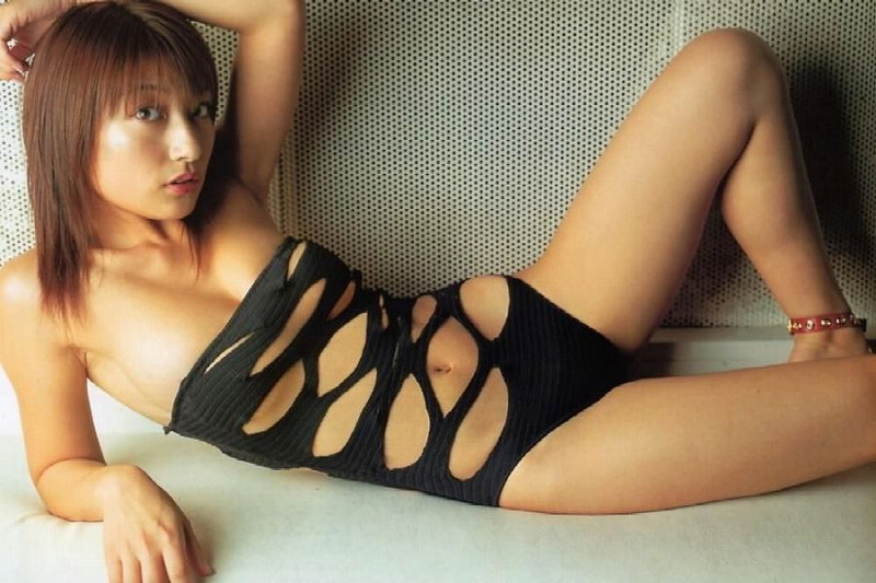 【水着エロ画像】グラドルやセクシー女優が着ている水着デザインがエロ過ぎた! 78