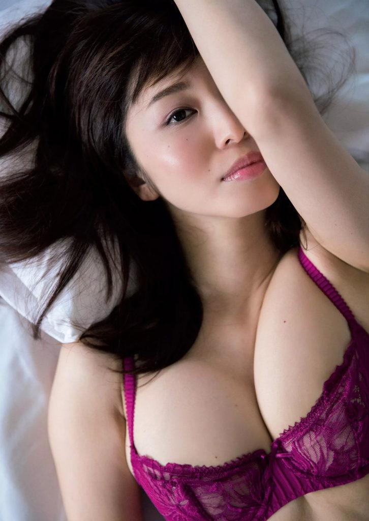【塩地美澄グラビア画像】熟女になってから売れに売れてる女子アナグラドル 41