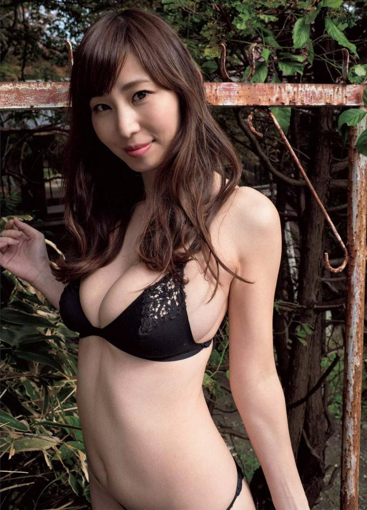 【塩地美澄グラビア画像】熟女になってから売れに売れてる女子アナグラドル 45