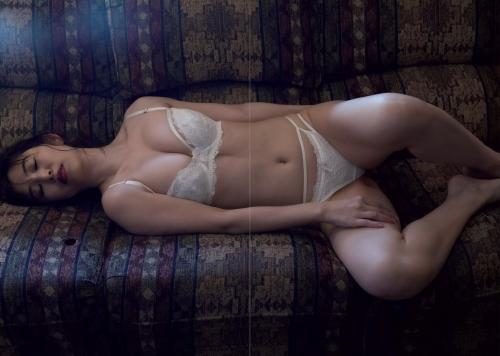 【塩地美澄グラビア画像】熟女になってから売れに売れてる女子アナグラドル 57