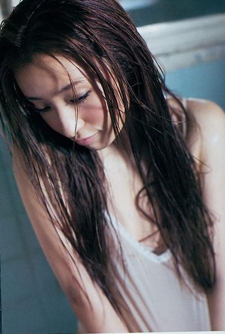 【梅田彩佳エロ画像】元AKB48アイドルが熟女になってからグラビア復帰ってマジかw 04