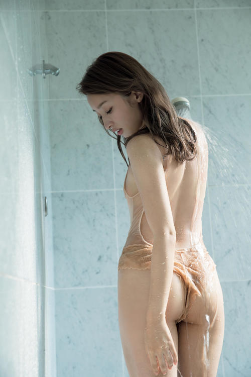 【梅田彩佳エロ画像】元AKB48アイドルが熟女になってからグラビア復帰ってマジかw 15