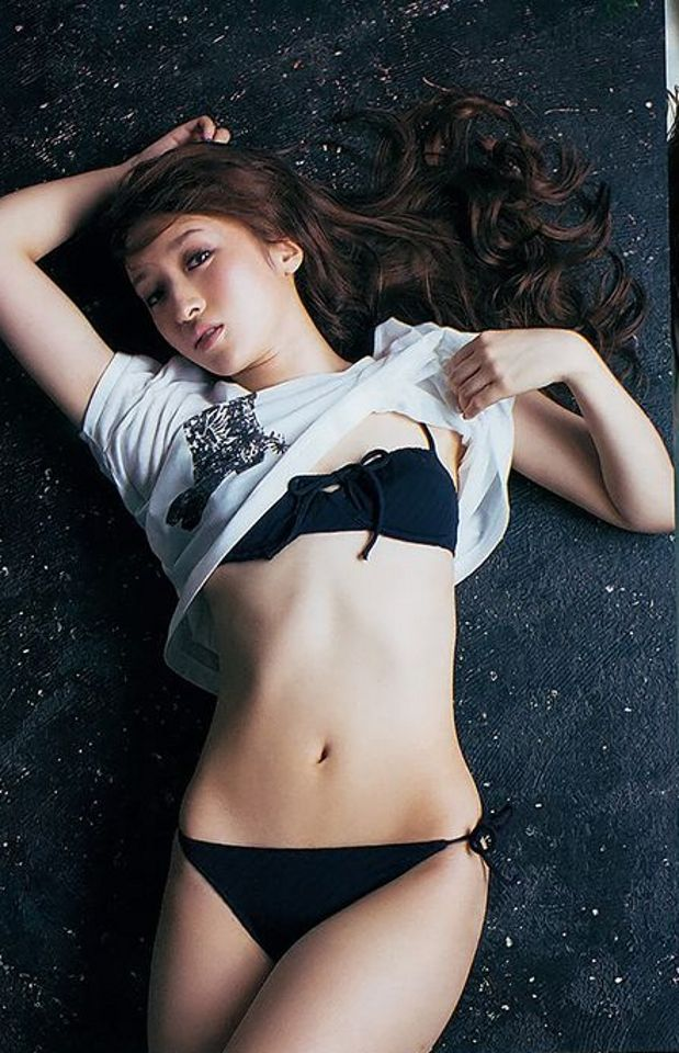 【梅田彩佳エロ画像】元AKB48アイドルが熟女になってからグラビア復帰ってマジかw 25