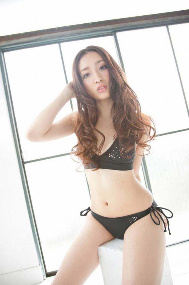 【梅田彩佳エロ画像】元AKB48アイドルが熟女になってからグラビア復帰ってマジかw 26