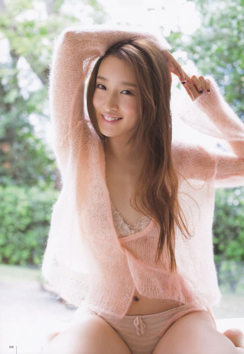 【梅田彩佳エロ画像】元AKB48アイドルが熟女になってからグラビア復帰ってマジかw 50