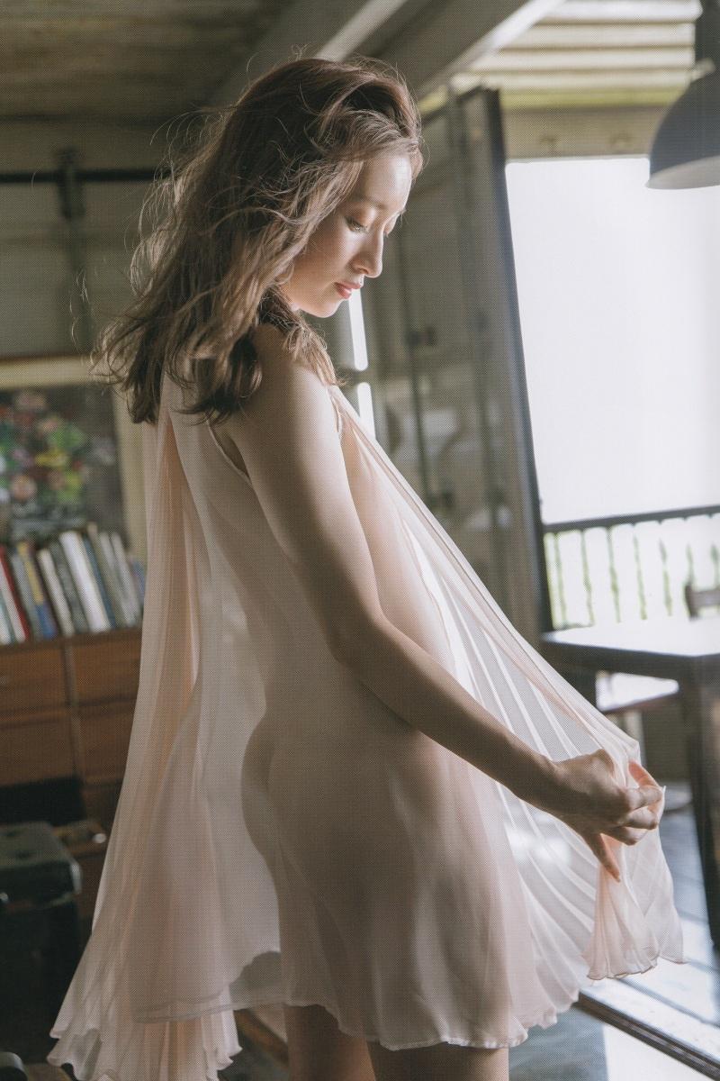 【梅田彩佳エロ画像】元AKB48アイドルが熟女になってからグラビア復帰ってマジかw 63
