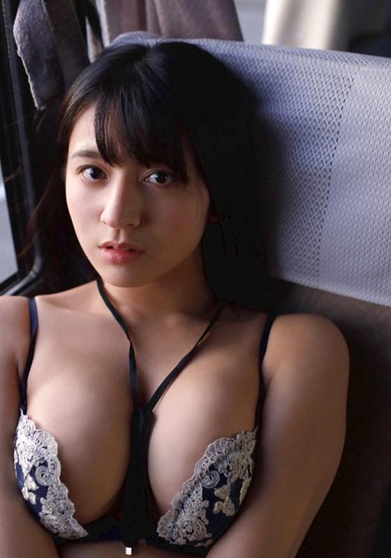 【徳江かなグラビア画像】むっちりしたEカップボディが魅力的なグラビアアイドル 10