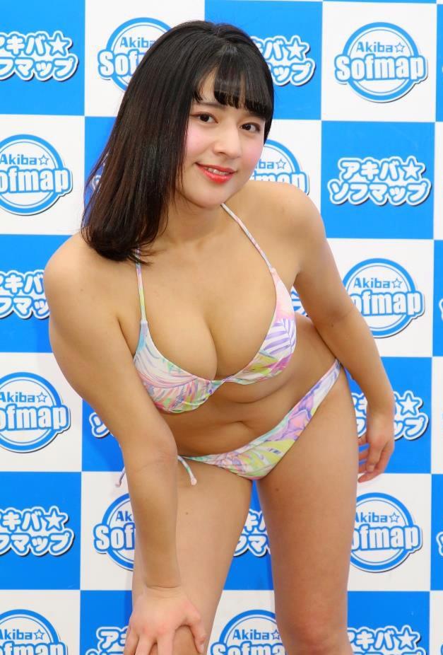 【徳江かなグラビア画像】むっちりしたEカップボディが魅力的なグラビアアイドル 71