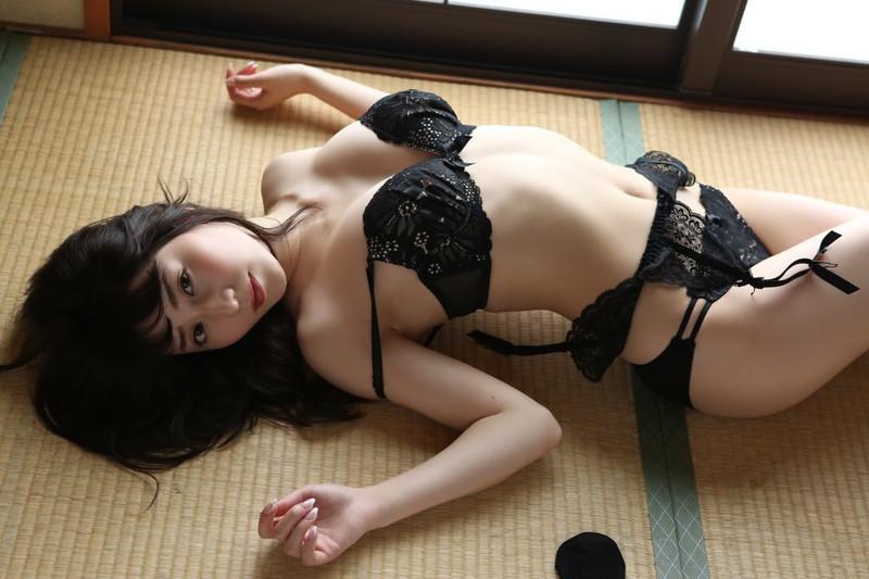 【堀尾実咲グラビア画像】スタイル抜群なスレンダーボディがソソる元RQ美女