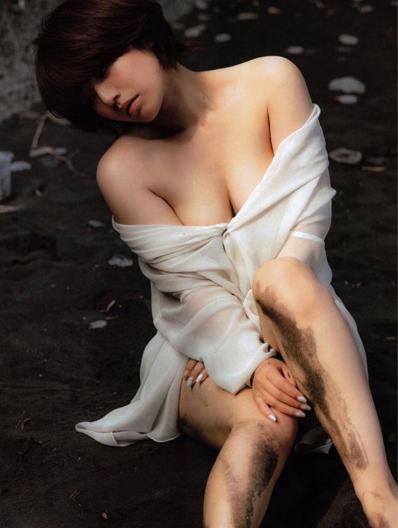 【磯山さやかお宝画像】乳首を挟まれて苦悶の表情を浮かべる迷演技wwww 98