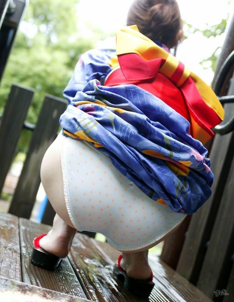 【お尻エロ画像】透け尻や食い込み尻そして生尻などのヌケる尻フェチ画像 10