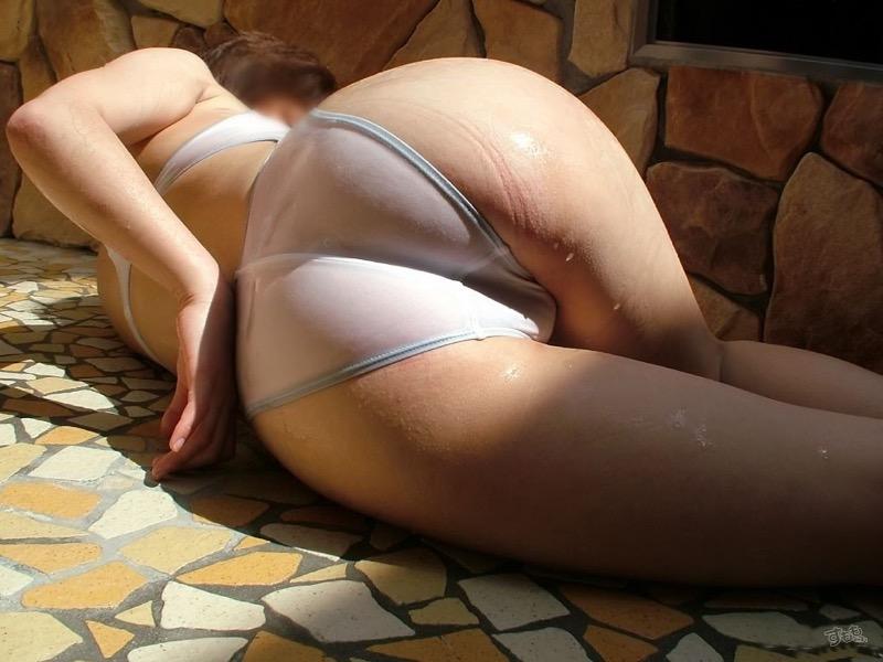 【お尻エロ画像】透け尻や食い込み尻そして生尻などのヌケる尻フェチ画像 11