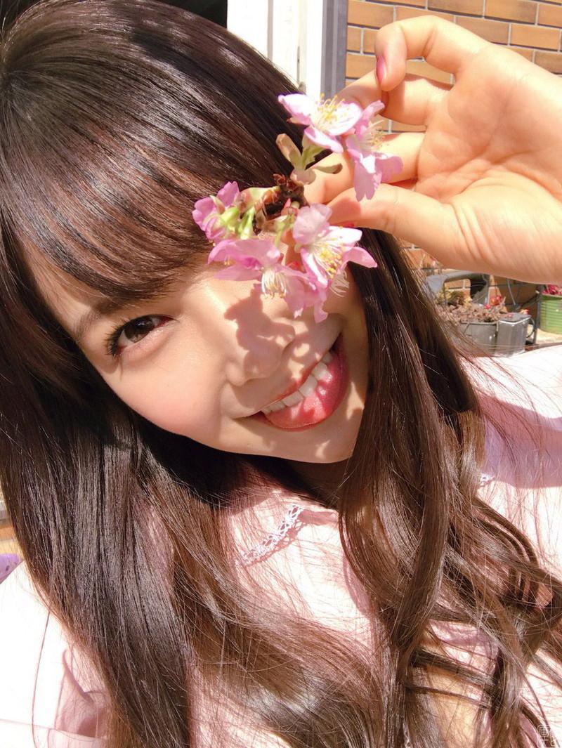 【白間美瑠グラビア画像】オッパイの谷間を大胆に披露している美少女アイドル! 10