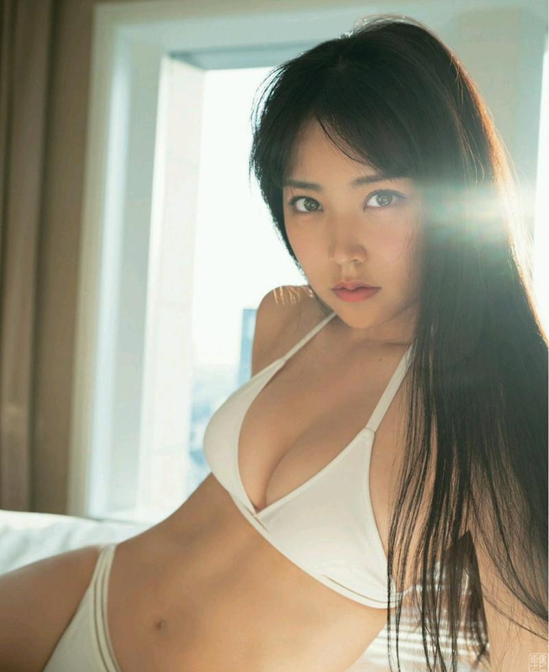 【白間美瑠グラビア画像】オッパイの谷間を大胆に披露している美少女アイドル! 17