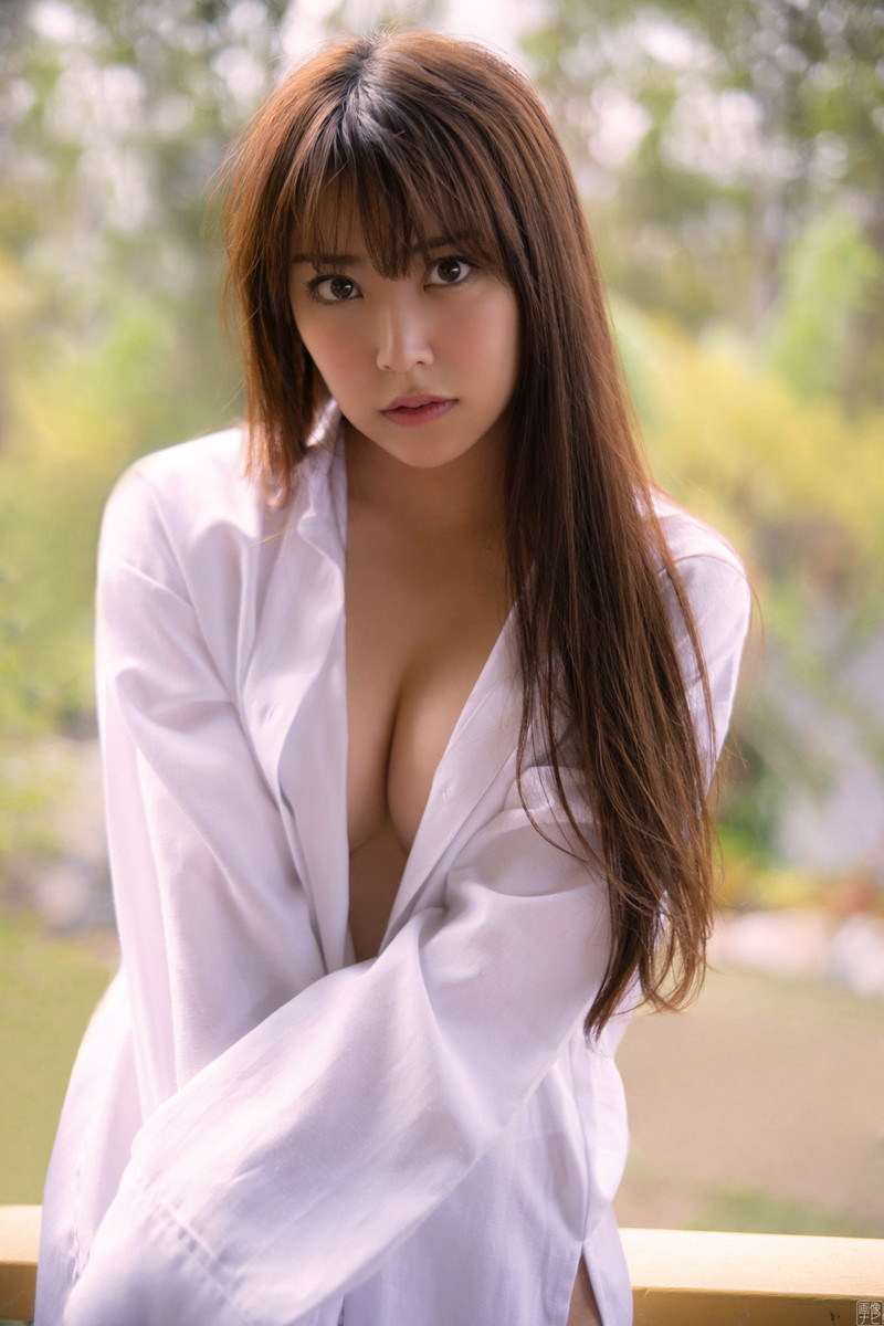 【白間美瑠グラビア画像】オッパイの谷間を大胆に披露している美少女アイドル! 67