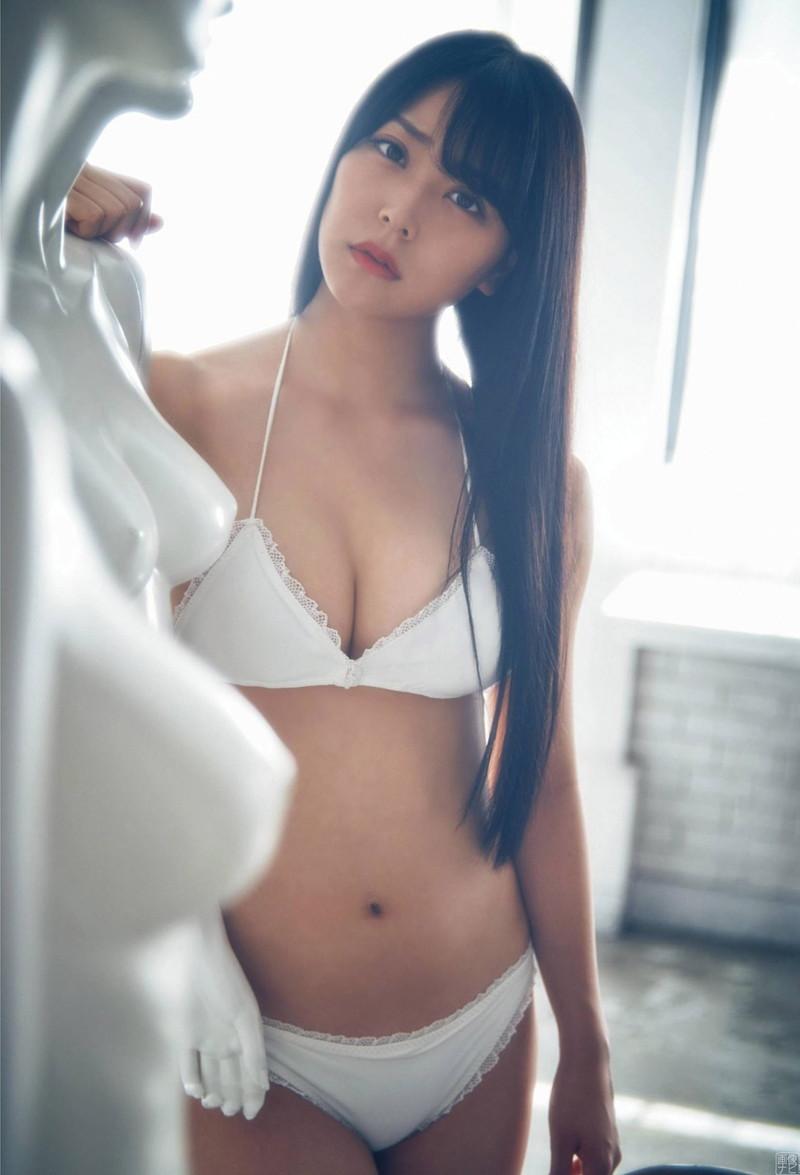 【白間美瑠グラビア画像】オッパイの谷間を大胆に披露している美少女アイドル! 80