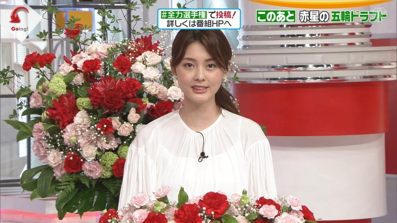 【佐藤梨那キャプ画像】しきりに胸を強調している美人女子アナが居るって本当?