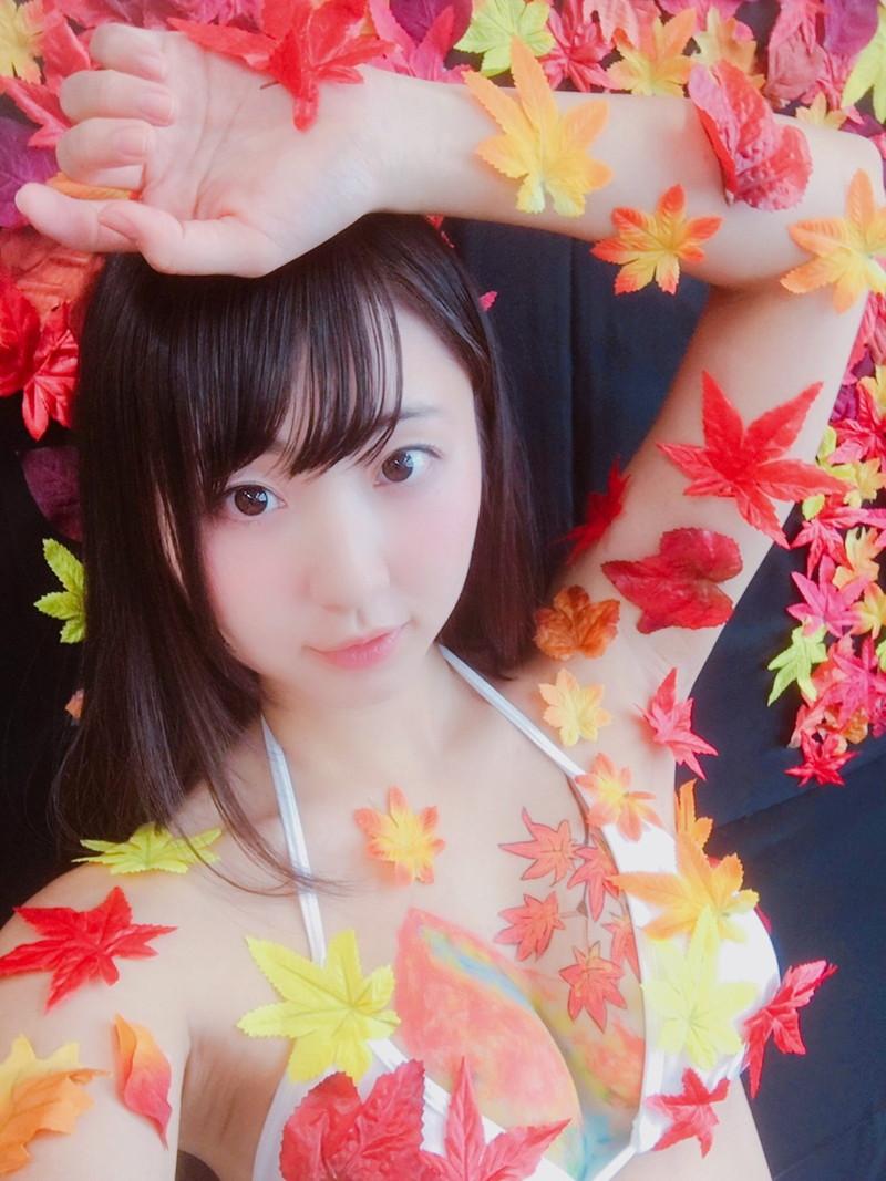【椎名香奈江エロ画像】Fカップ巨乳を使ったパイアートで目立ちたいグラビアアイドルw 09