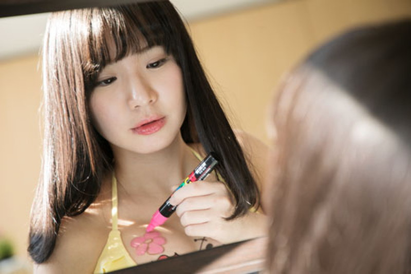 【椎名香奈江エロ画像】Fカップ巨乳を使ったパイアートで目立ちたいグラビアアイドルw 17