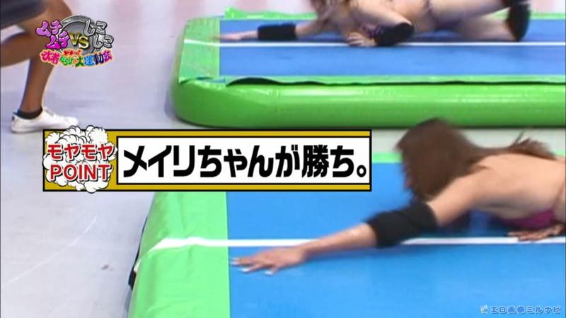 【水着エロ画像】プール無しで水泳大会を開くバカ企画でノリノリな女wwww 19