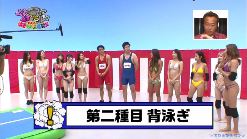 【水着エロ画像】プール無しで水泳大会を開くバカ企画でノリノリな女wwww 21