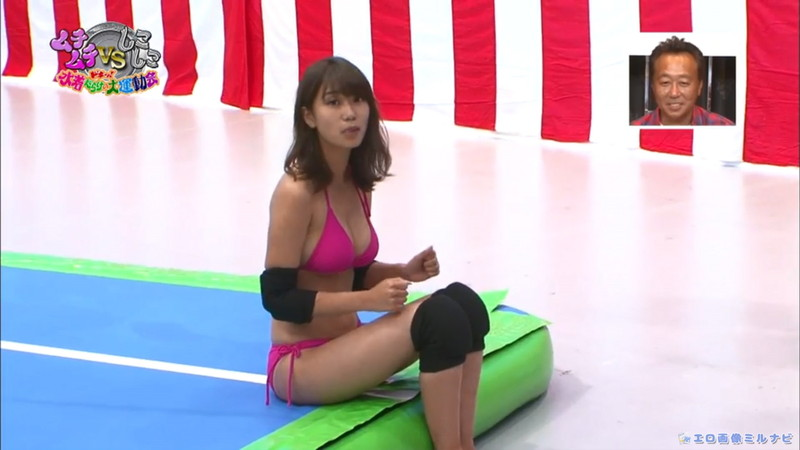 【水着エロ画像】プール無しで水泳大会を開くバカ企画でノリノリな女wwww 25