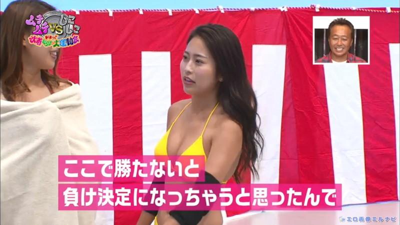 【水着エロ画像】プール無しで水泳大会を開くバカ企画でノリノリな女wwww 35