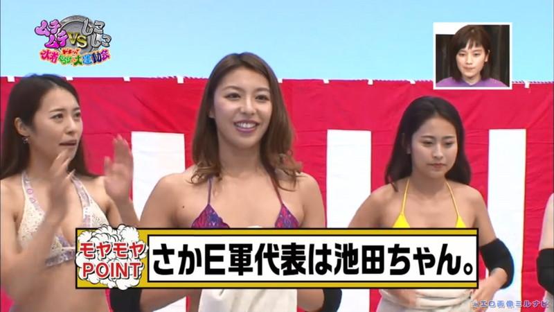 【水着エロ画像】プール無しで水泳大会を開くバカ企画でノリノリな女wwww 56