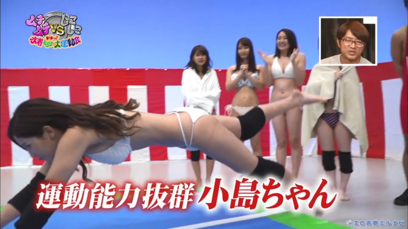 【水着エロ画像】プール無しで水泳大会を開くバカ企画でノリノリな女wwww 63