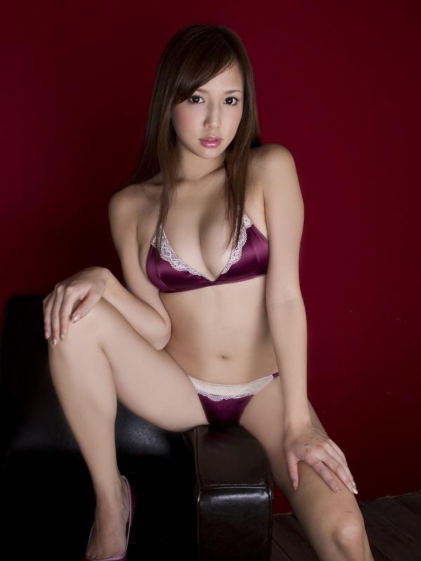 【丸高愛実お宝画像】程よいバストで色んなエロビキニが似合うギャルグラドル 40