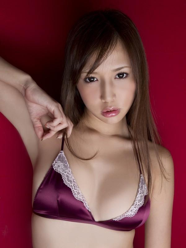 【丸高愛実お宝画像】程よいバストで色んなエロビキニが似合うギャルグラドル 65