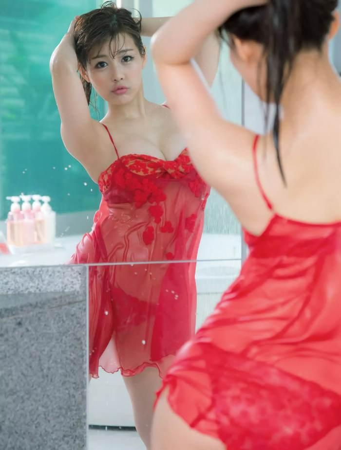 【美馬怜子グラビア画像】現役モデル美熟女のスタイル抜群なくびれボディ 13