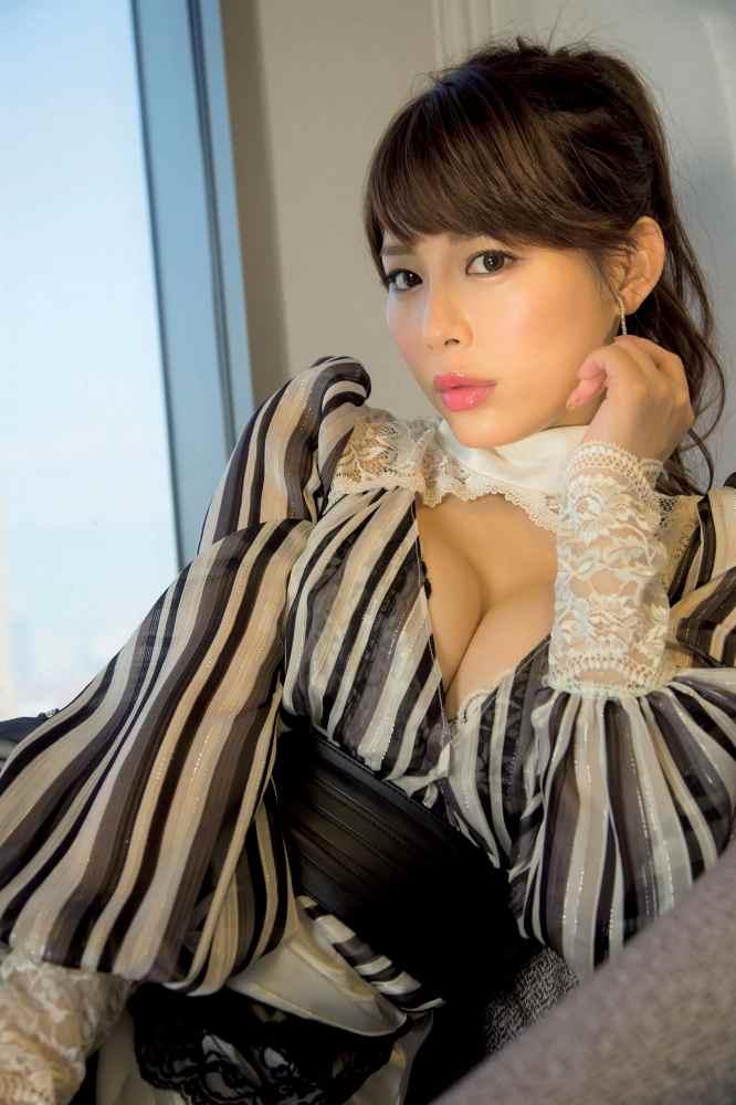 【美馬怜子グラビア画像】現役モデル美熟女のスタイル抜群なくびれボディ 28