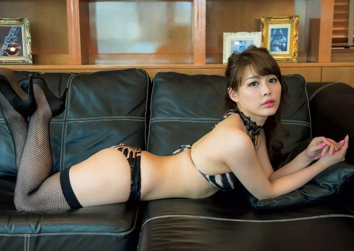 【美馬怜子グラビア画像】現役モデル美熟女のスタイル抜群なくびれボディ 80