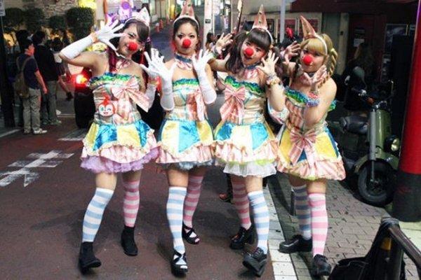 【コスプレエロ画像】ハロウィンを露出コスプレ祭りと勘違いしてる女wwww 05