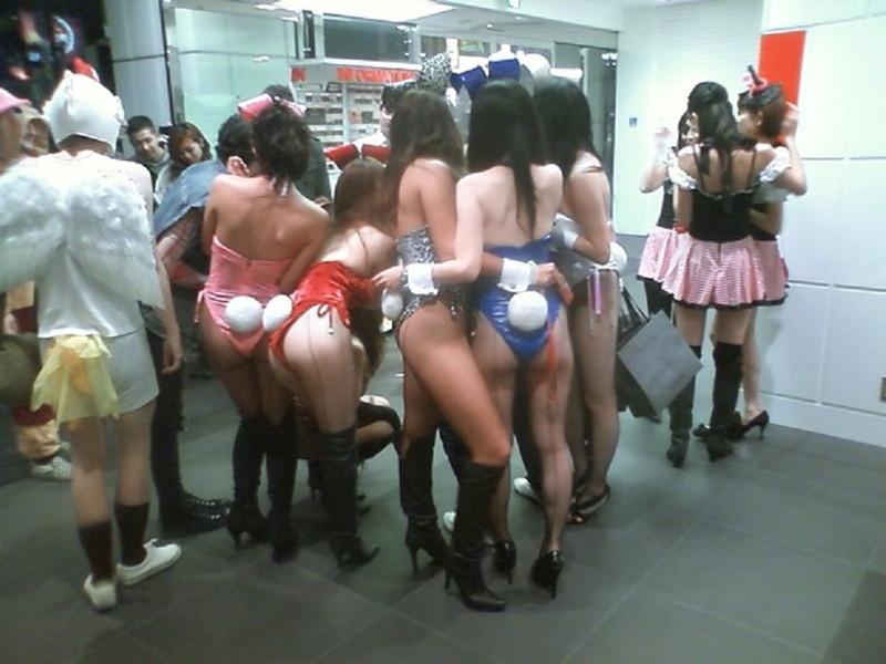 【コスプレエロ画像】ハロウィンを露出コスプレ祭りと勘違いしてる女wwww 11