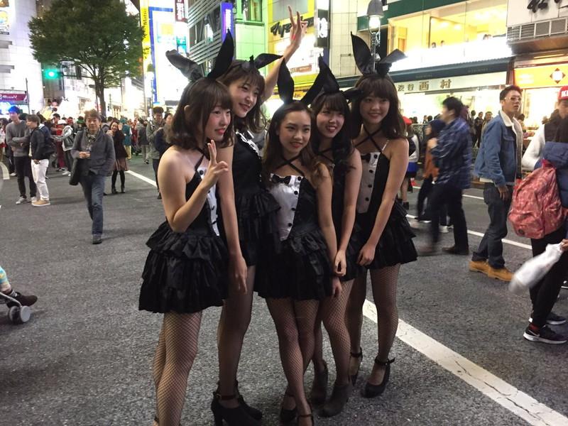 【コスプレエロ画像】ハロウィンを露出コスプレ祭りと勘違いしてる女wwww 13