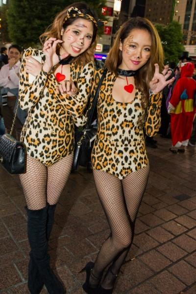 【コスプレエロ画像】ハロウィンを露出コスプレ祭りと勘違いしてる女wwww 23